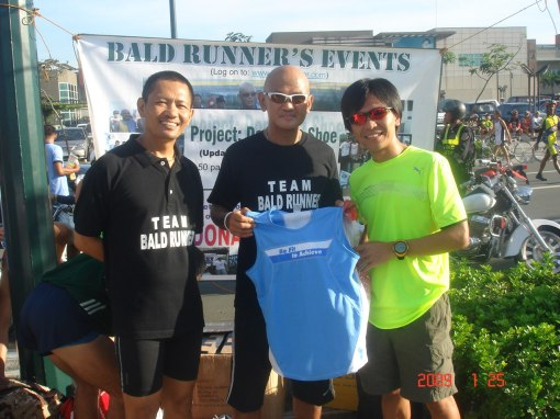 Jerry Karundeng aka High Altitude Donating His T-Shirts