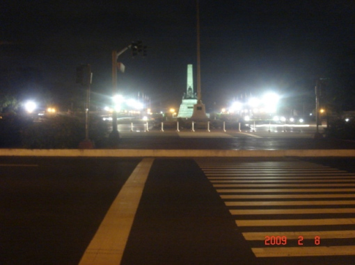 Rizal Monument At Night