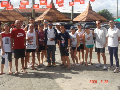 Pose With Runners From Manila