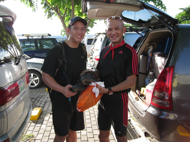 Ultrarunner Enrico Tocol of Hardcore/Power Runner Group Donated A Shoes and Finisher's T-Shirts