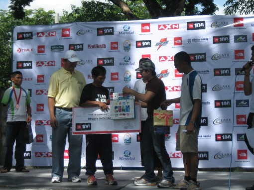 Eduardo Villanueva as The Champion in the TNF 100K Clark Solo Run Receiving His Prize & Gifts from TNF