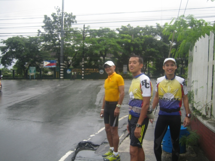 Waiting For The Other Runners @ Bayani Road