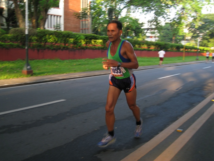 Running Coach Rey Antoque at the 1-MILE Street Run