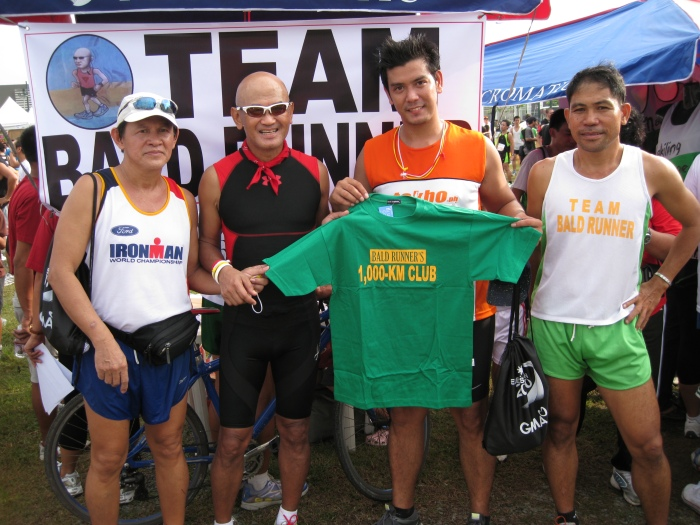 "Awarded ""1,000-Km Club"" Finisher's T-Shirt To Joseph (On my left side)"