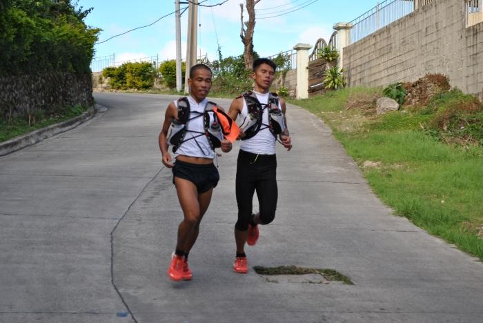 Teamwork! Gerald & Marcelo Descending From Mt. Sto. Tomas