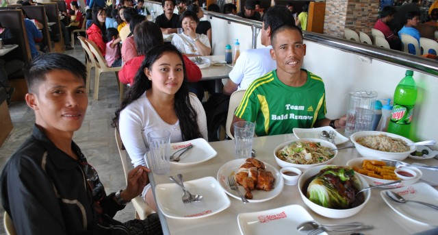 Gerald, Girlene (Wife of Gerald) & Marcelo @ Good Taste, Baguio City