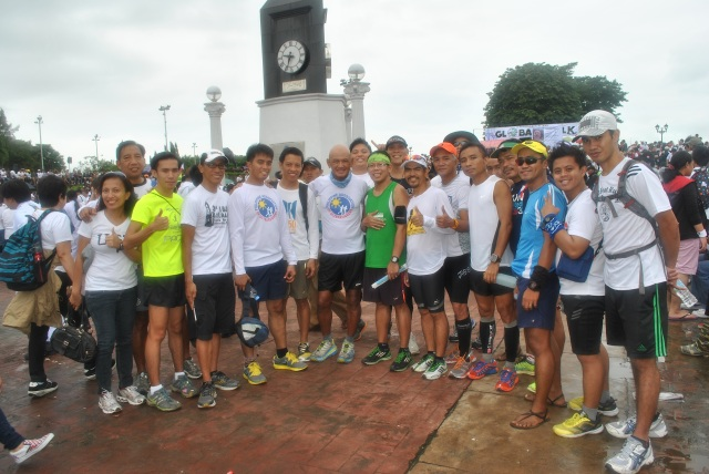 Picture With Ultra & Non-Ultra Runners @ Luneta Park