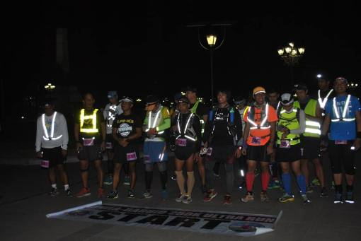 20 Runners @ The Starting Line In Luneta Park
