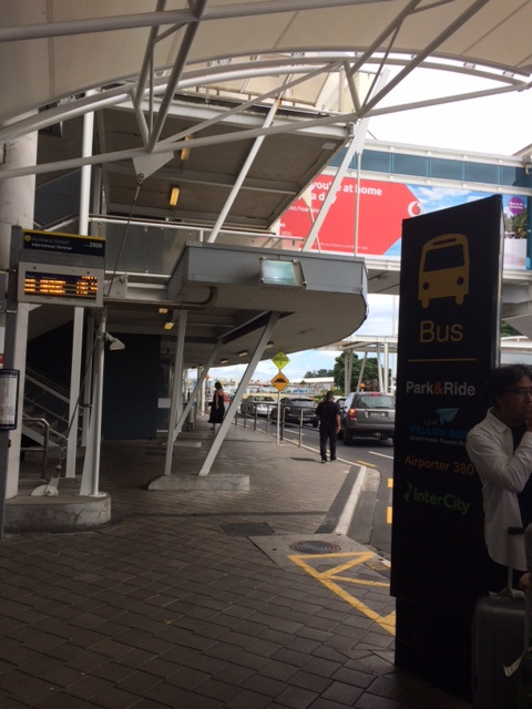 bus-stop-auckland-international-airport